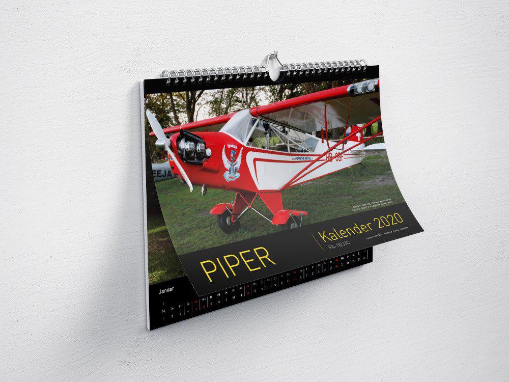 Piper-Kalender 2020, Rolf Wittorf, Piper PA-18, Prindesign, Kalender-Design, Grafik-Design, Andrea-Baitz, Grafikdesigner, Dessau, Raum Magdeburg, Leipzig, Halle, Berlin, Dresden, Erfurt, Hannover, Sachsen-Anhalt