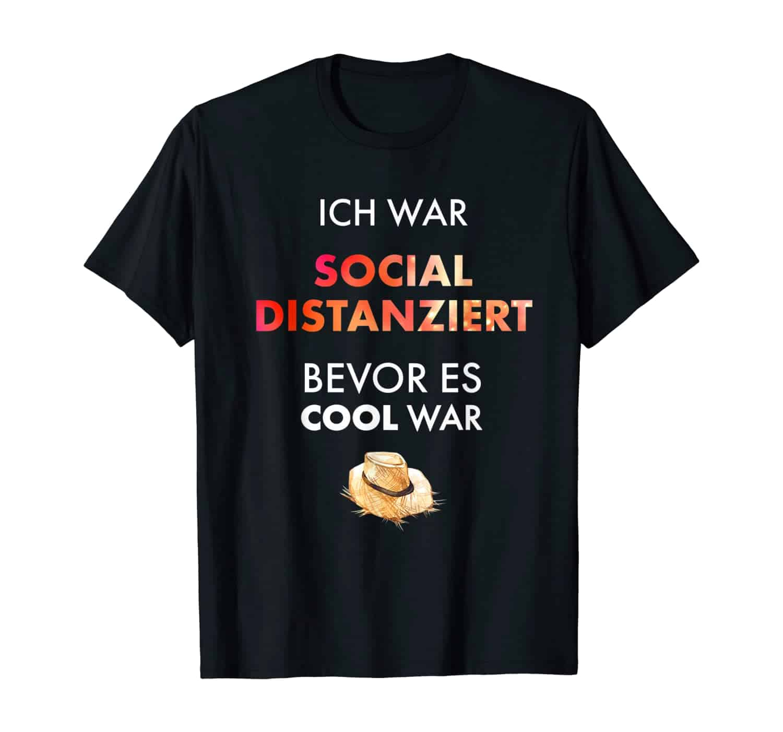 Sozial distanziert, witziger Spruch, Slogan, Sprüche T-Shirt, T-Shirt Design, T-Shirt Motiv, T-Shirt Designer, T-Shirt Motiv, Geschenk, Geschenkidee, introvertiert, Cowboy, Cowgirl, Farmer, Bauer